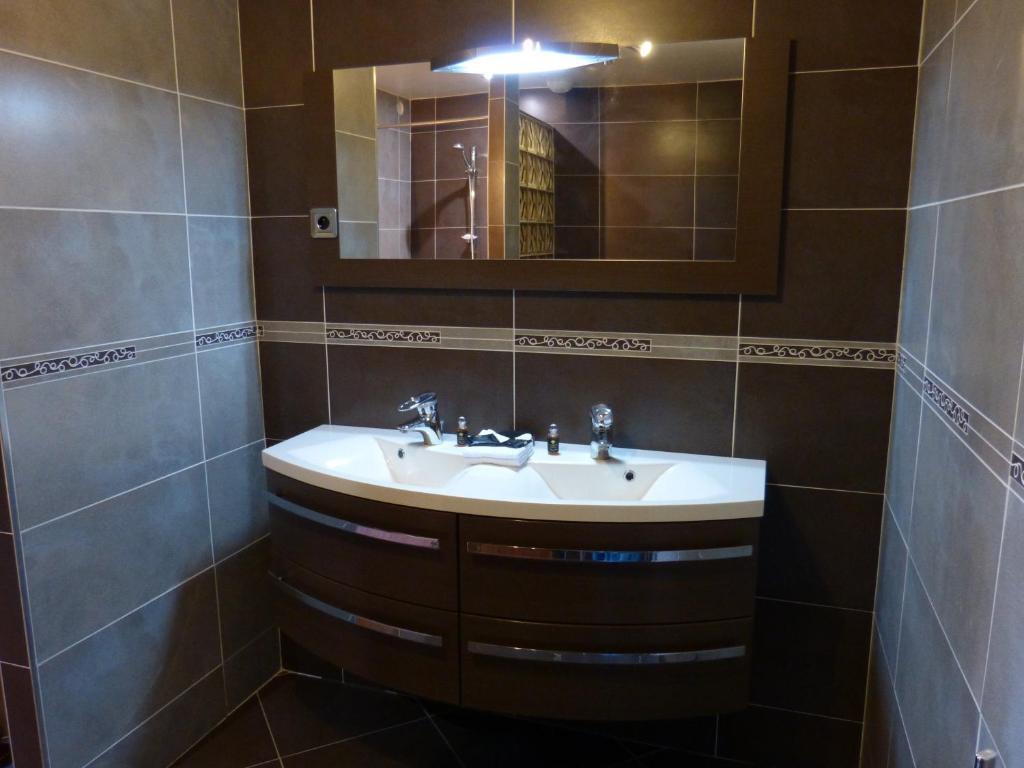 Chambres d 39 h tes villa ang lys chambres d 39 h tes for Hotel seine et marne avec jacuzzi dans la chambre