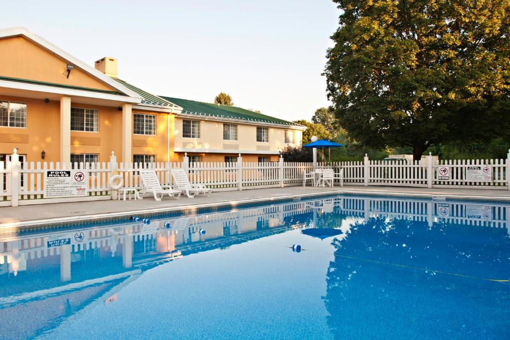 Hotels In Allentown Pa With Pool