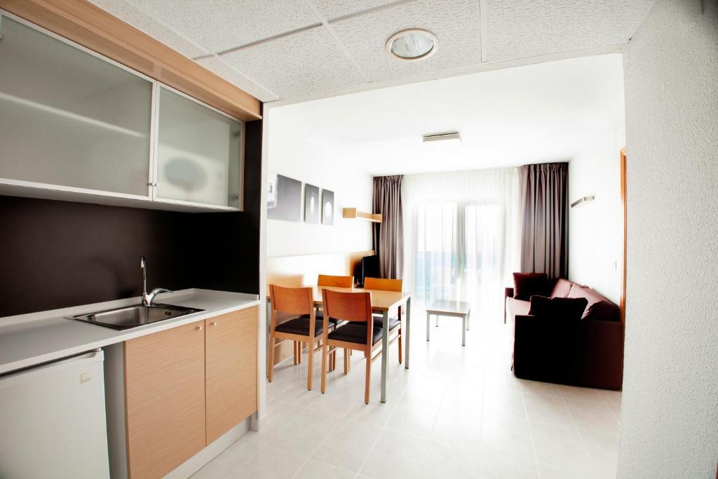 Aparthotel Acuazul (Espanha Peu00f1u00edscola) - Booking.com