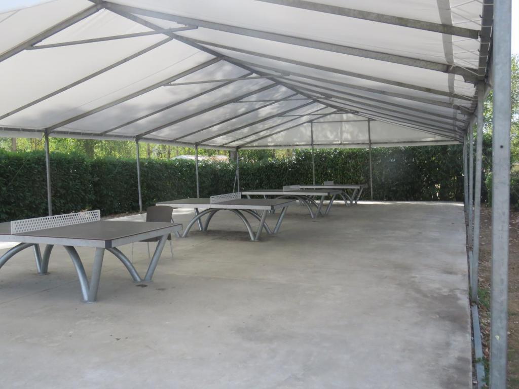 Mobilhome camping floquet camping onzain dans le loir for Camping loir et cher avec piscine