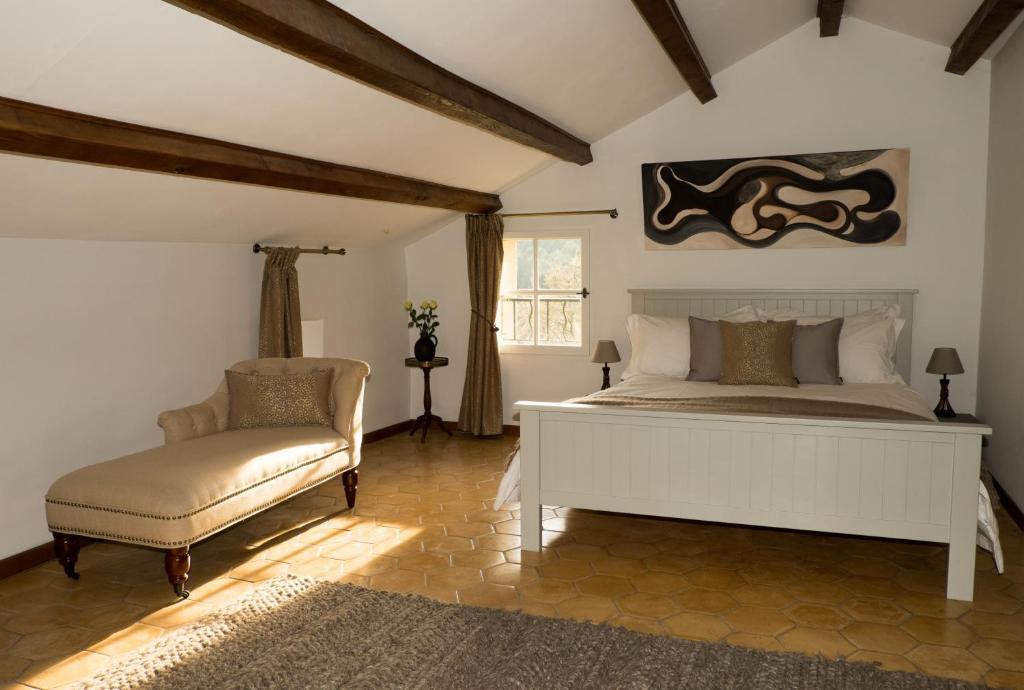 Chambres d 39 h tes la ferme des belugues chambres d 39 h tes le barroux - Chambres d hotes langres ...