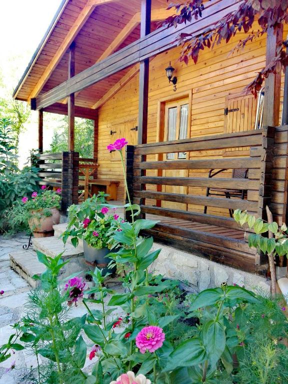 Caba as de madera los pinos la iruela book your hotel - Cabanas de madera en madrid ...