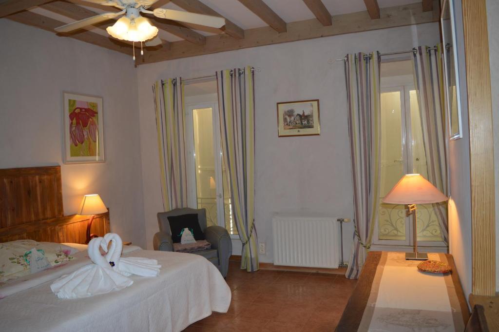 Chateau la roque margaux chambres d 39 h tes servian dans - Chambres d hotes dans l herault ...