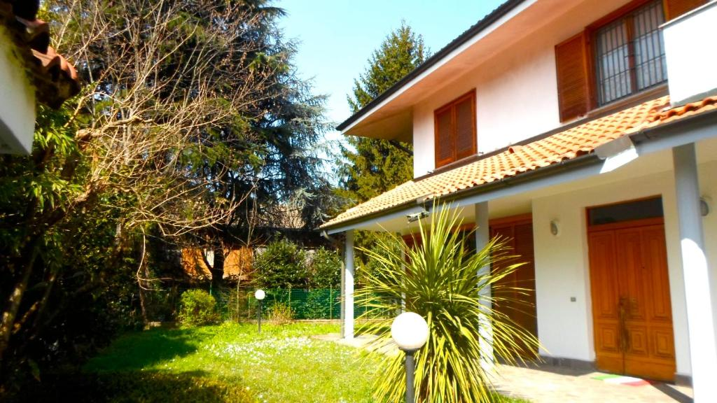 villa maison du monde italia sedriano. Black Bedroom Furniture Sets. Home Design Ideas
