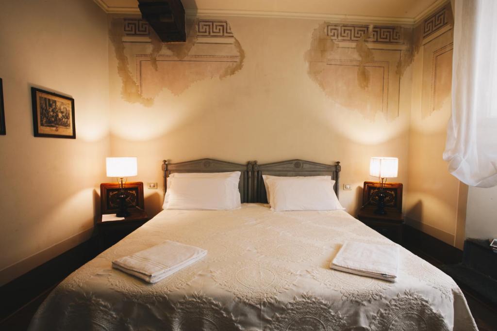 Palazzo rocchi lucca prenotazione on line viamichelin - Camas grandes ...