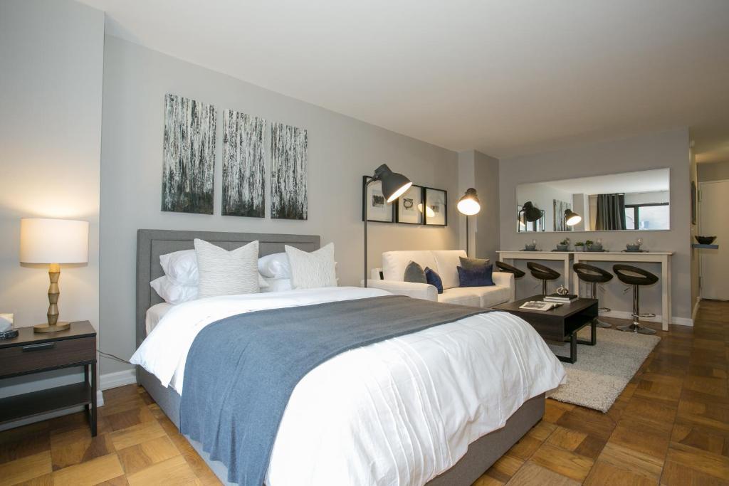 Magnificent Modern Studio Apartment Midtown East L New York Zum Download Free Architecture Designs Rallybritishbridgeorg