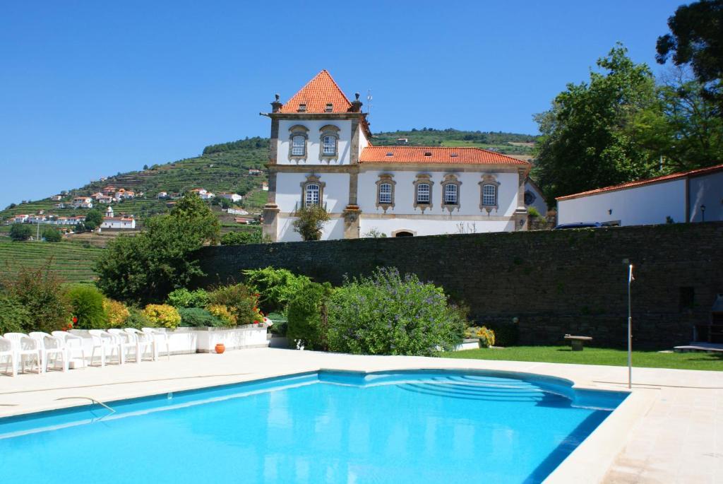 Casa das torres de oliveira peso da r gua online for Booking casas