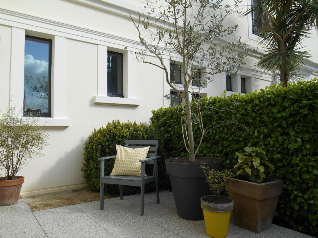 Hotel de france r servation gratuite sur viamichelin - Petit jardin hotel san juan saint paul ...