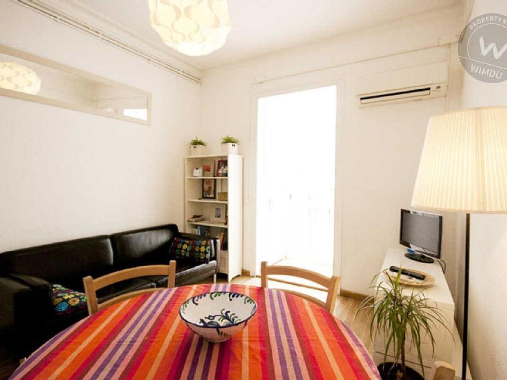 Apartment pened s espa a barcelona for Alojamiento en barcelona espana
