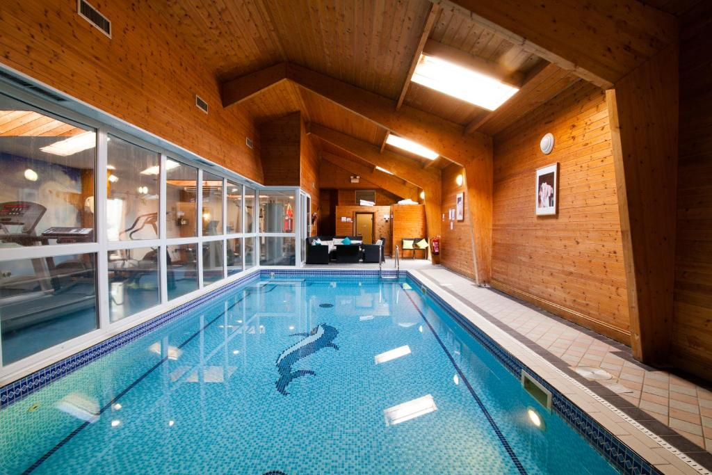 Hunters meet bishop 39 s stortford online booking viamichelin for Swimming pools in bishops stortford