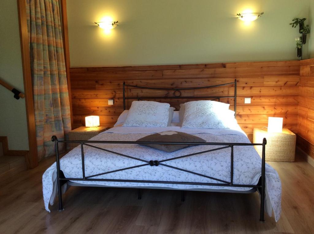 maison d 39 h tes la mosa que chambres d 39 h tes gatuzi res en loz re 48. Black Bedroom Furniture Sets. Home Design Ideas