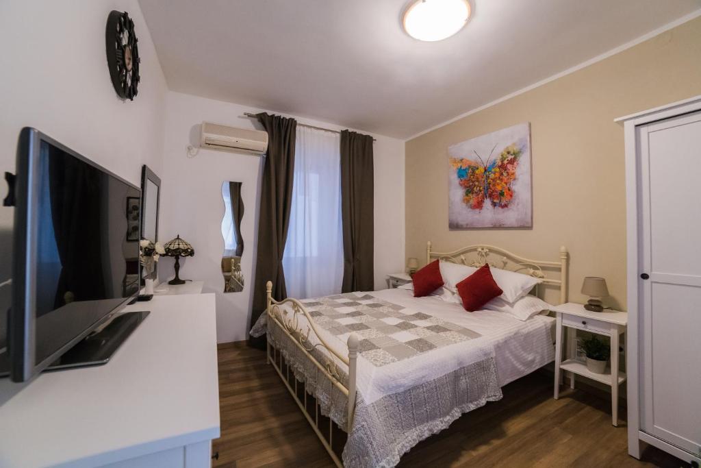 chambre d 39 h tes archie room chambres d 39 h tes split. Black Bedroom Furniture Sets. Home Design Ideas