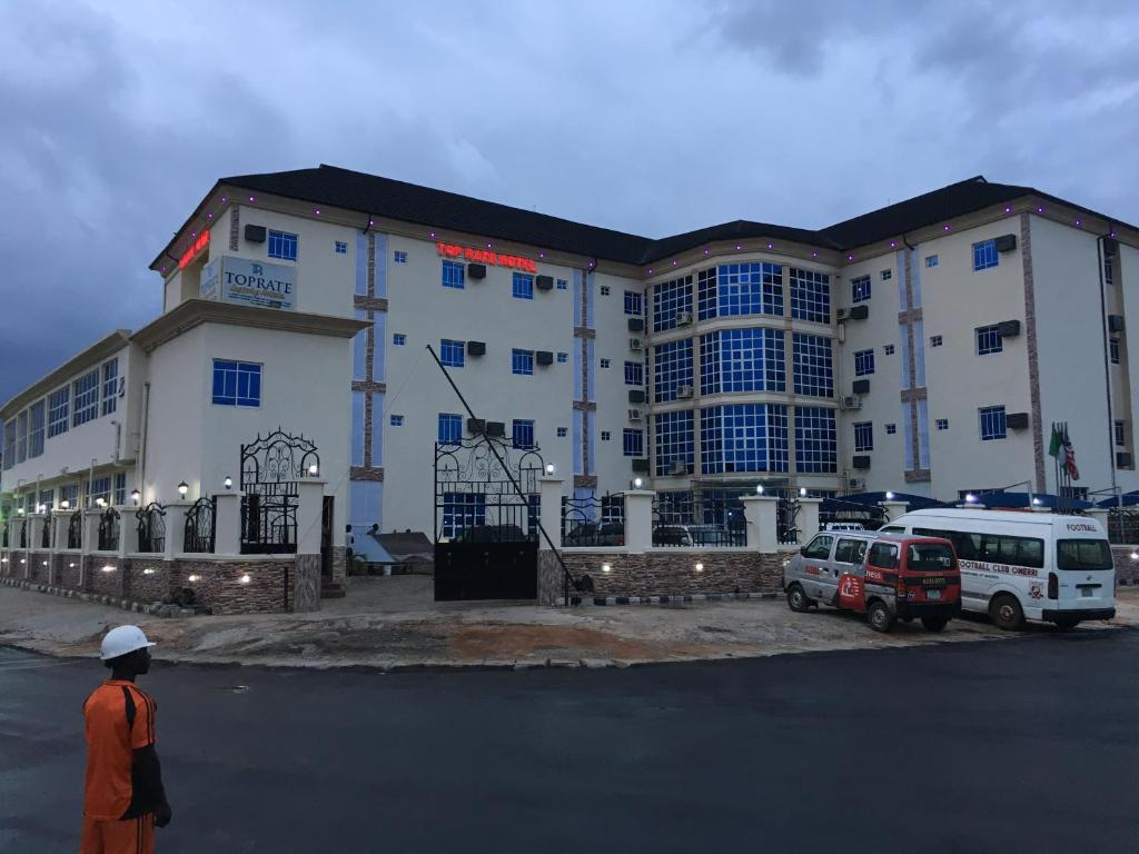 Toprate luxury hotel owerri book your hotel with for Hotel luxury website