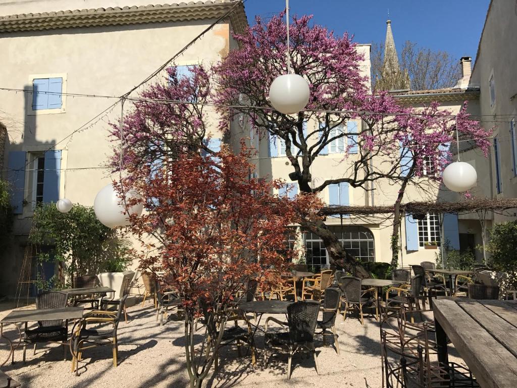 Hotel Restaurant La Margelle Pernes Les Fontaines
