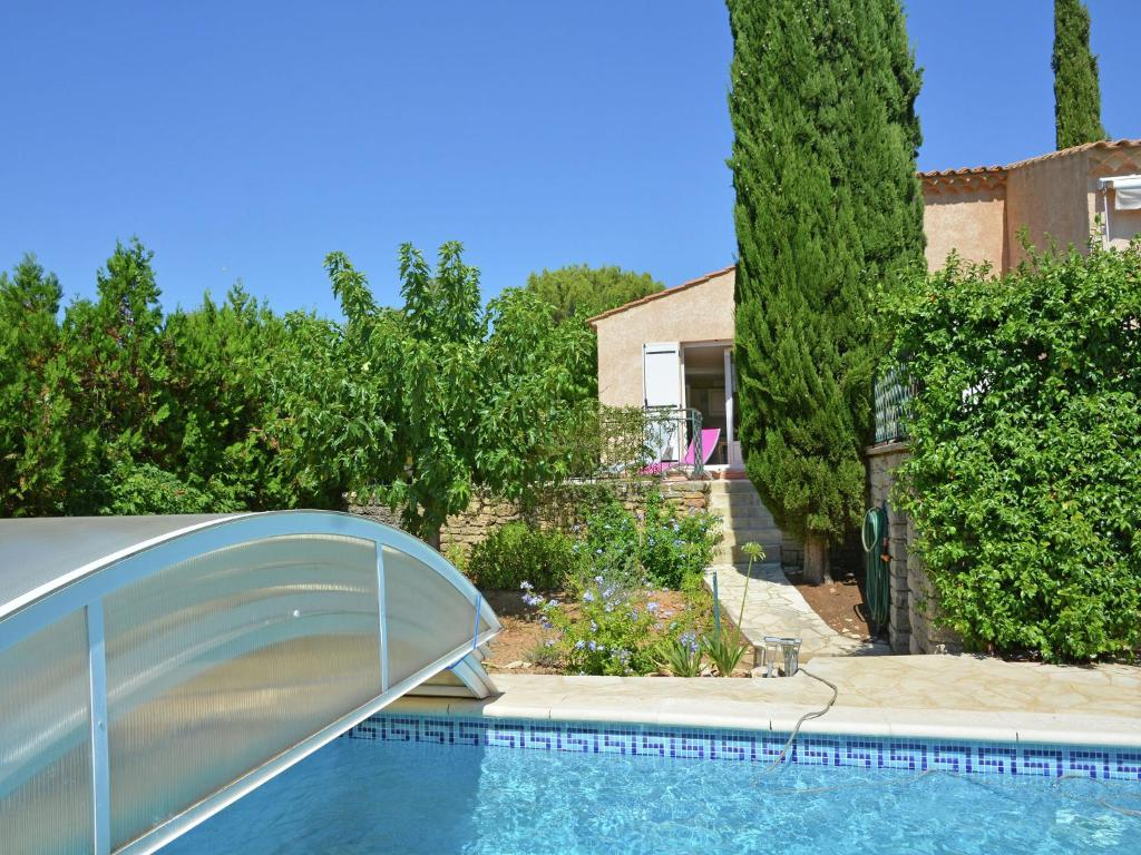 Maison de vacances saint maximin locations de vacances for Piscine st maximin