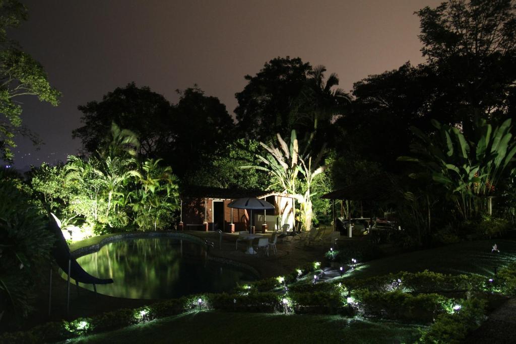 El jard n de los colibr es pereira book your hotel for Jardin tecina booking