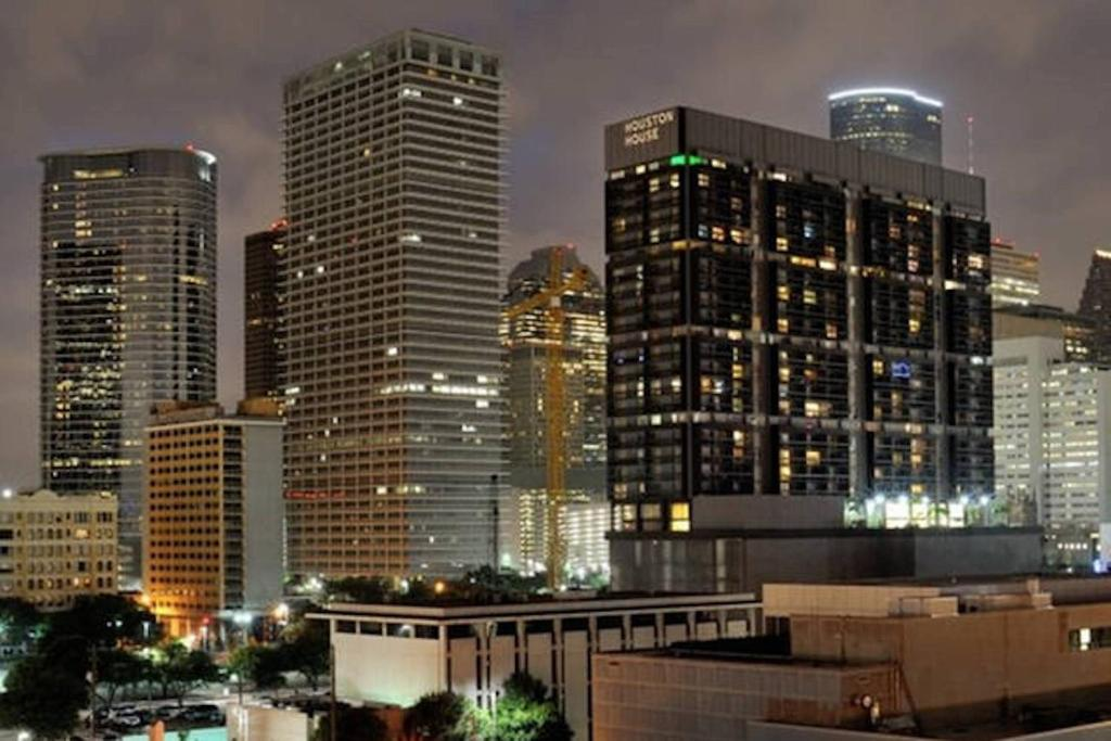 Luxury Apartments Downtown Houston Houston Book Your Hotel With Viamichelin