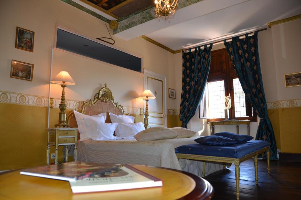 Chambres d 39 h tes la tour du lion chambres d 39 h tes for Chambre d hotes tours