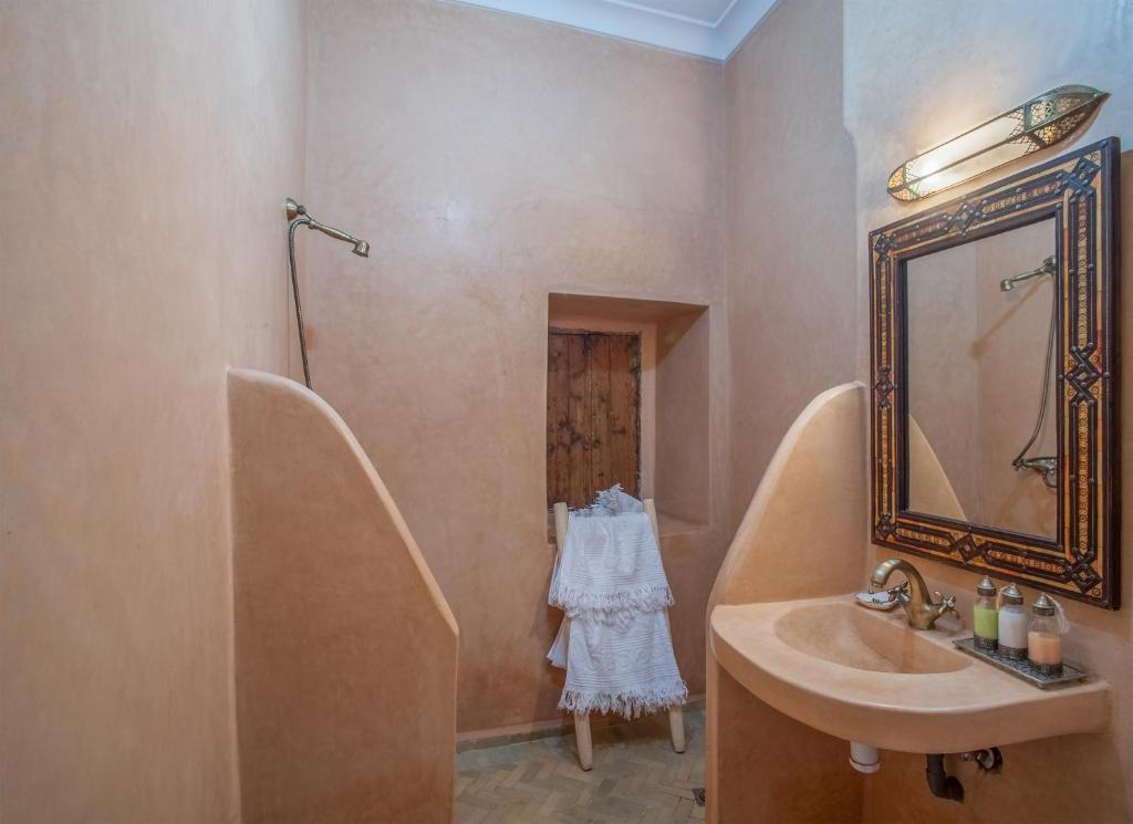 Riad lakouas chambres d 39 h tes marrakech for Chambre d hote marrakech