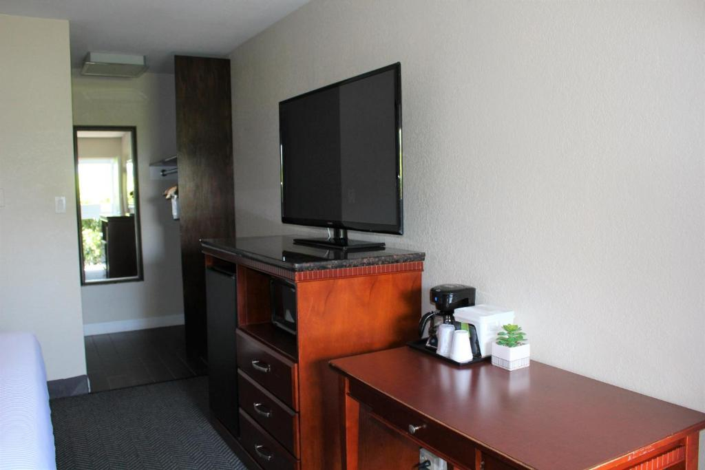 South San Francisco Hotels With Smoking Rooms