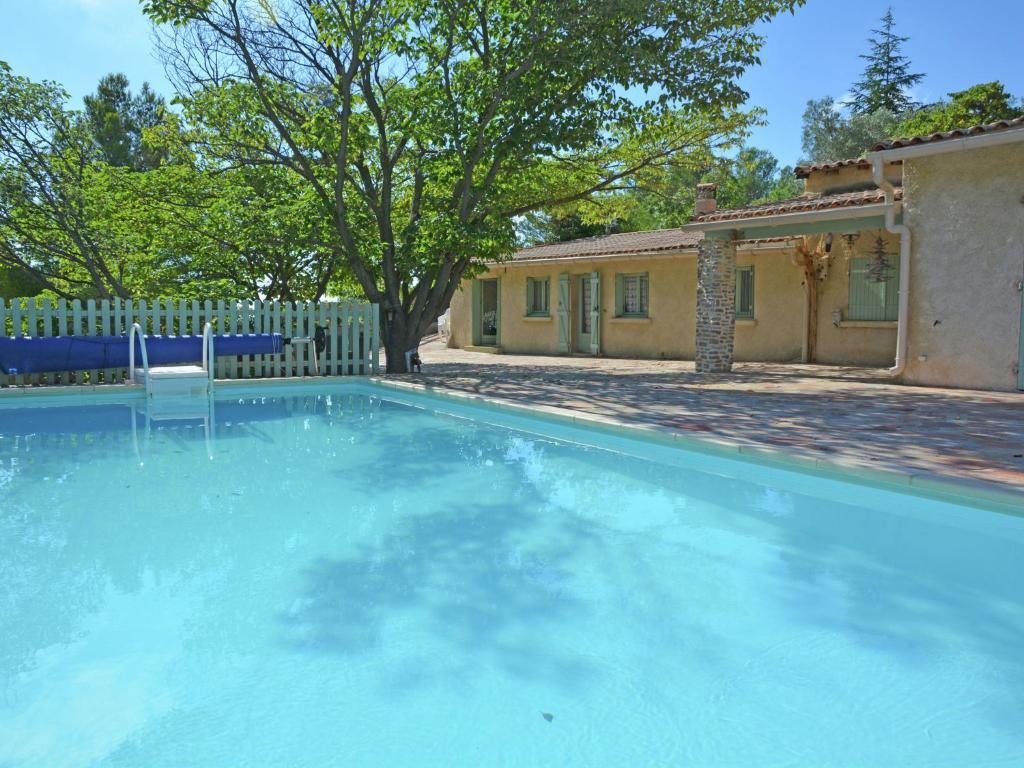Maison de vacances belle maison piscine et lac maison de - Piscine de clermont l herault ...
