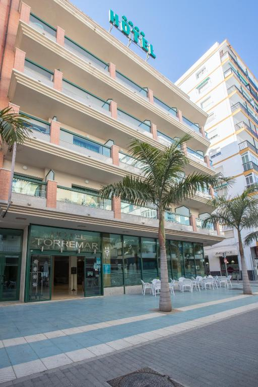 Hotel torremar v lez m laga book your hotel with for Oficina turismo torre del mar
