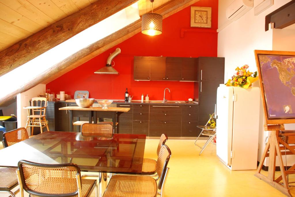 Attic hostel torino turin book your hotel with viamichelin for Hostel turin
