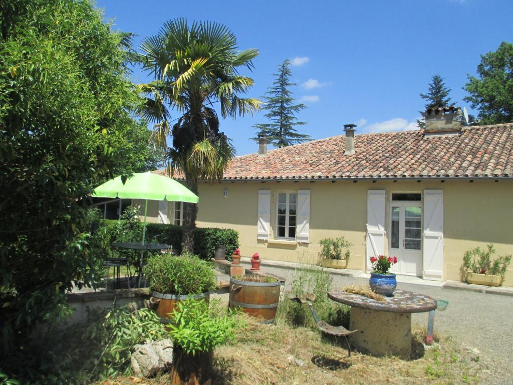 Jardin d 39 en naoua mauvezin informationen und buchungen for Hotel jardines de uleta vitoria