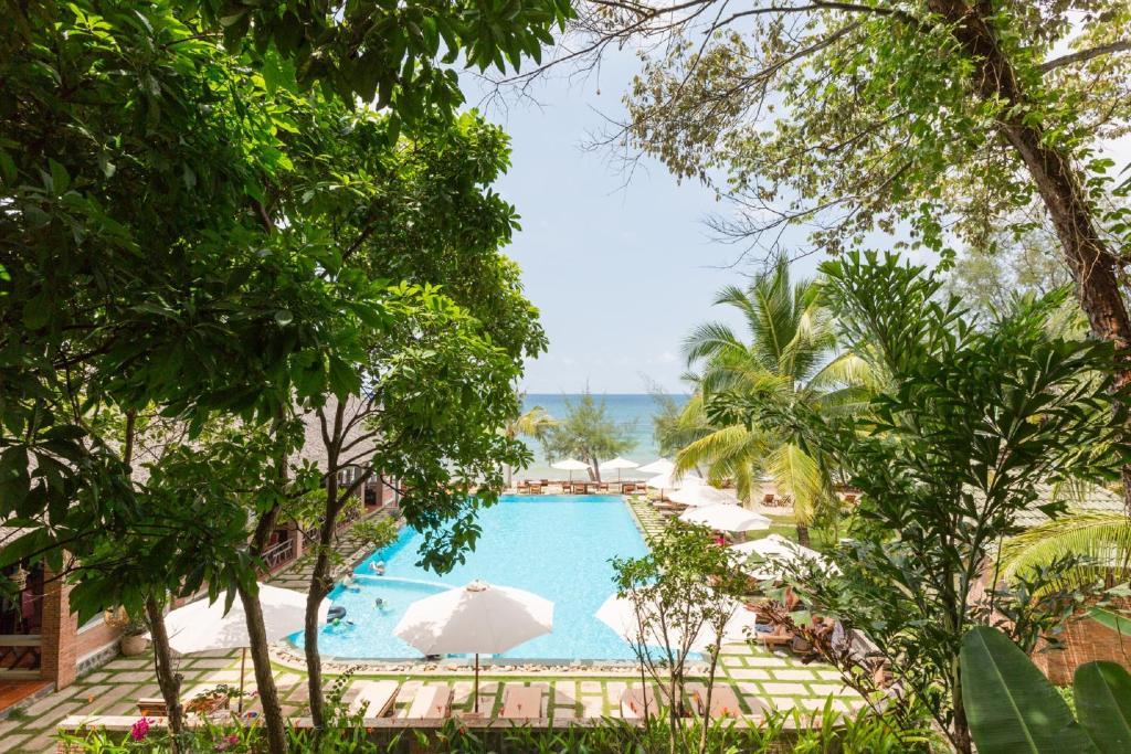 Tầm nhìn ra hồ bơi gần/tại Ancarine Beach Resort