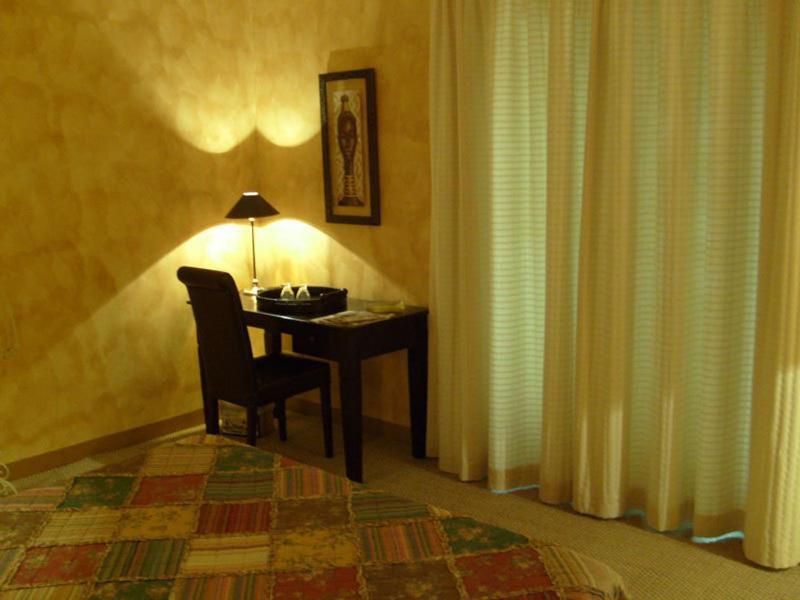 chambres d 39 h tes le logis chambres d 39 h tes gordes. Black Bedroom Furniture Sets. Home Design Ideas