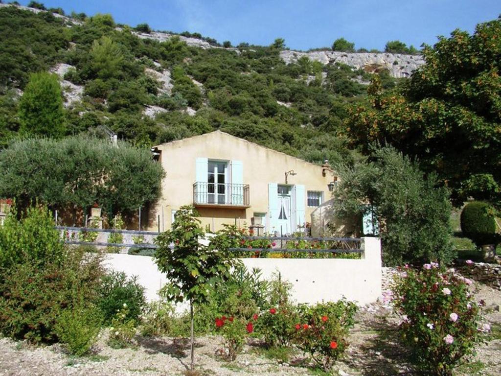 villa prescilla villa saint saturnin l s apt dans le vaucluse 84. Black Bedroom Furniture Sets. Home Design Ideas
