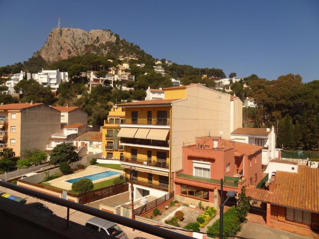 Apartamentos estartit park torroella de montgr book for Apartamentos