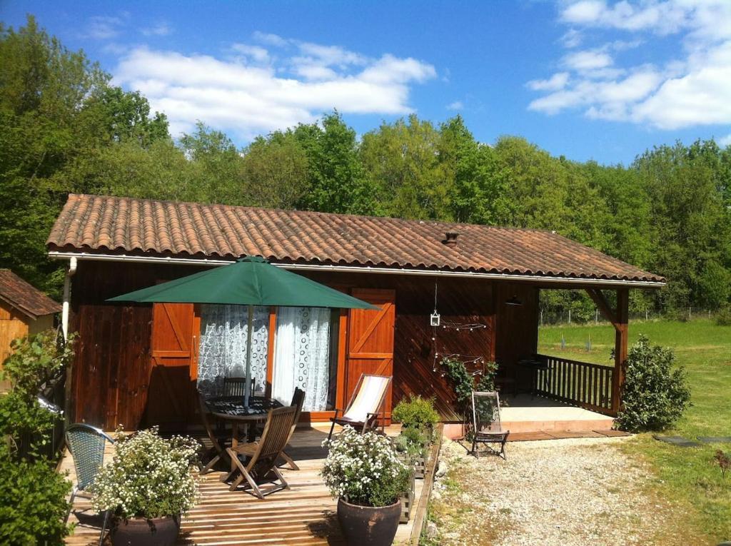 La petite maison dans la prairie holiday home limeuil for Asticots dans la maison