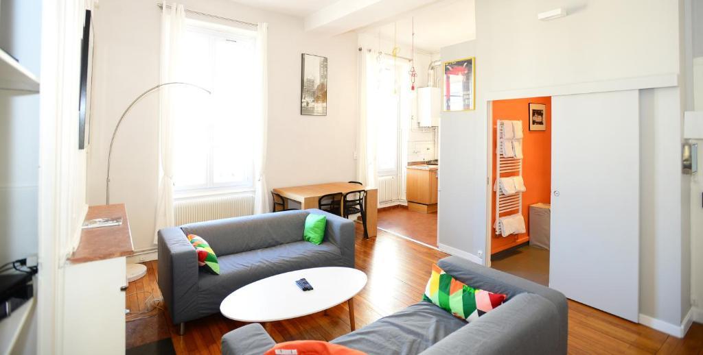 Appartement appart 39 vauban locations de vacances lyon - Hotel lyon chambre 4 personnes ...
