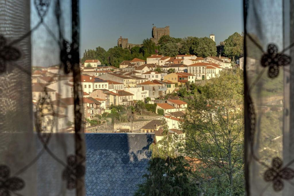נוף של הבריכה ב-Bragança Apartments או בסביבה