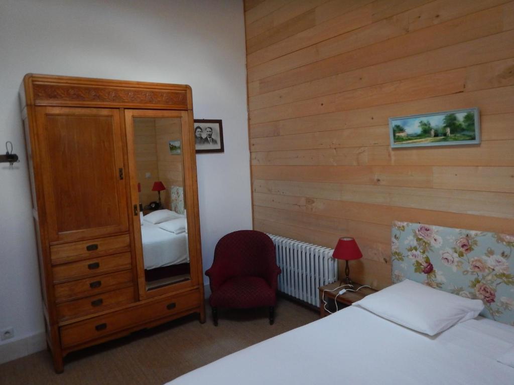 chambres d 39 h tes le clos de l 39 abbaye chambres d 39 h tes cluny. Black Bedroom Furniture Sets. Home Design Ideas