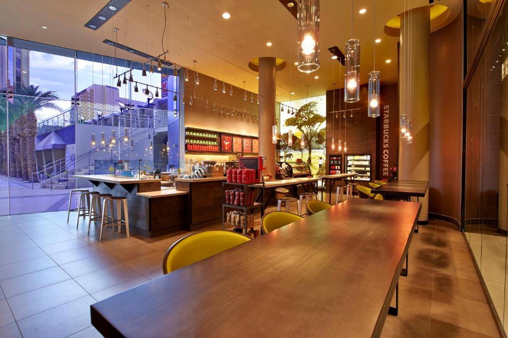 Un restaurant u otro lugar para comer en Elara by Hilton Grand Vacations - Center Strip