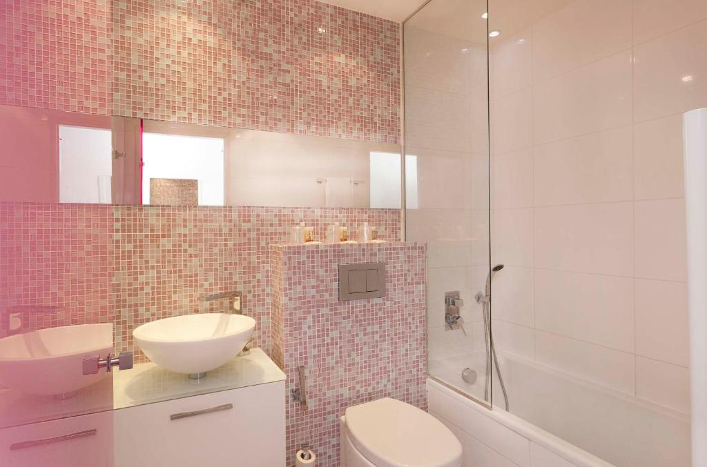 Color design hotel paris book your hotel with viamichelin for Color design hotel