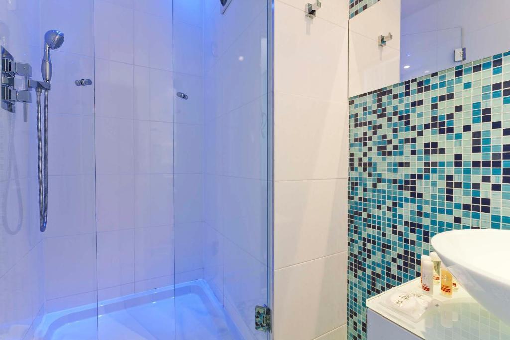 Color design hotel parijs viamichelin informatie en for Color design hotel paris