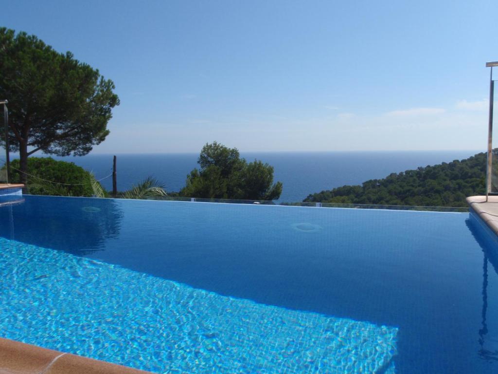 Apartamento blanes maravillosa vista al mar piscina for Apartamentos con piscina privada vacaciones