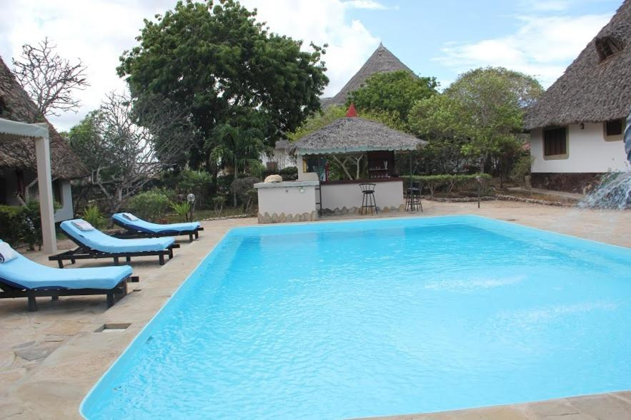 <div data-et-view=NAFQCDCcdXDPdFO:1</div Luxury cottages at Diani Greenland