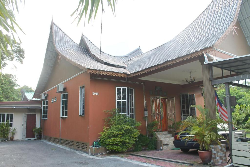 Rumah Gadang de'Lui Family Retreat - Ulu Langat - book ...