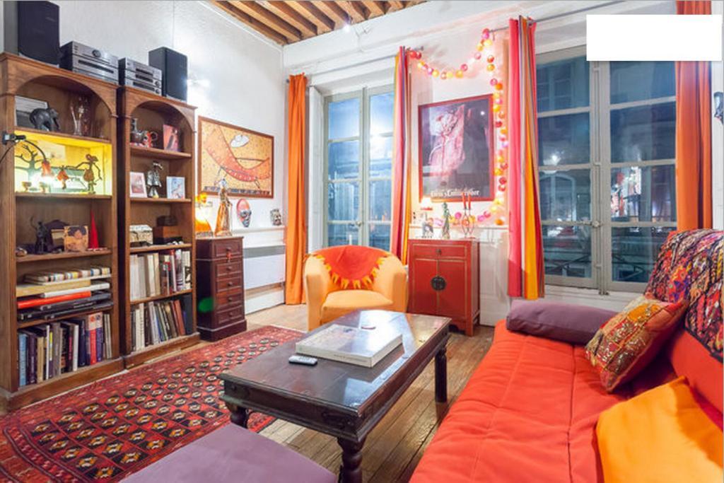 salon et mezzanine typique croix rousse lyon hyper centre chambre chez l 39 habitant lyon dans. Black Bedroom Furniture Sets. Home Design Ideas