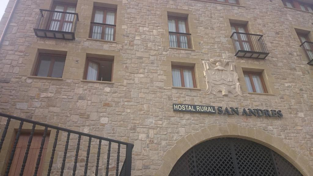 Hostal rural san andr s viana book your hotel with for Hostal del rio talca
