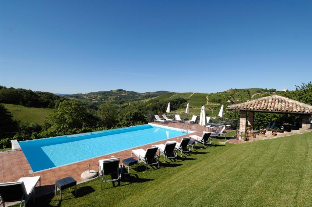 La maragliana nizza monferrato reserva tu hotel con - Piscina nizza monferrato ...