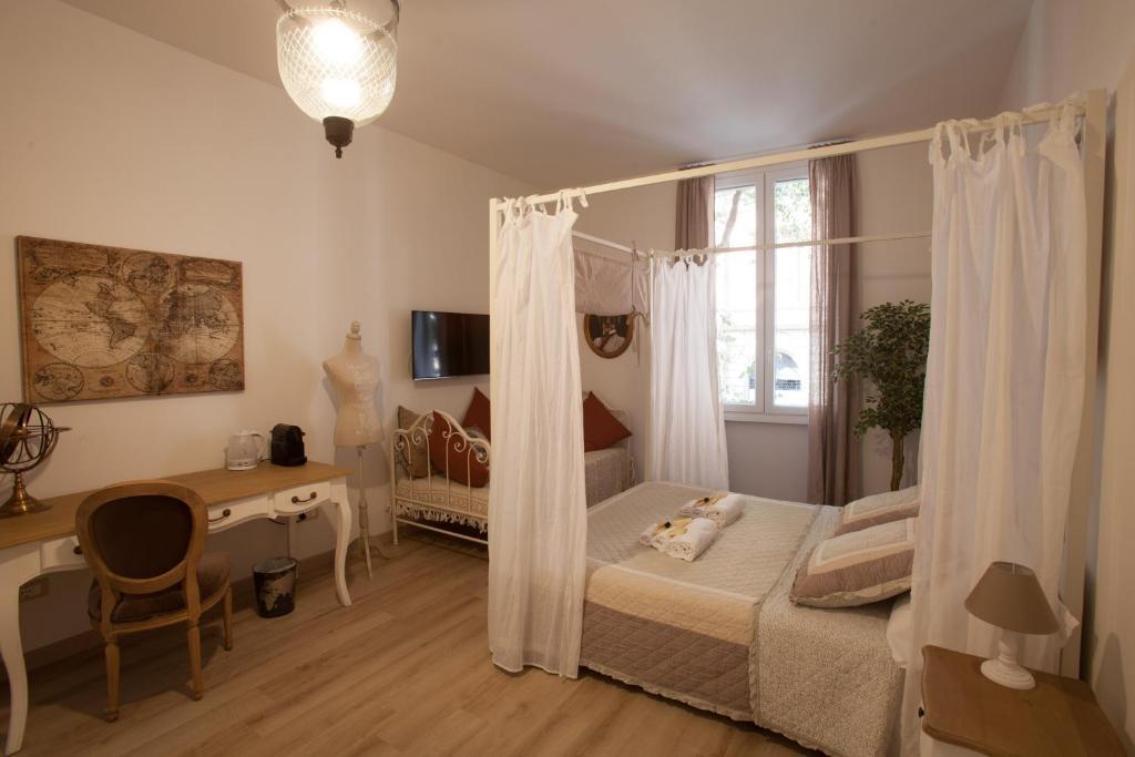 מיטה או מיטות בחדר ב-Popolo & Flaminio Rooms