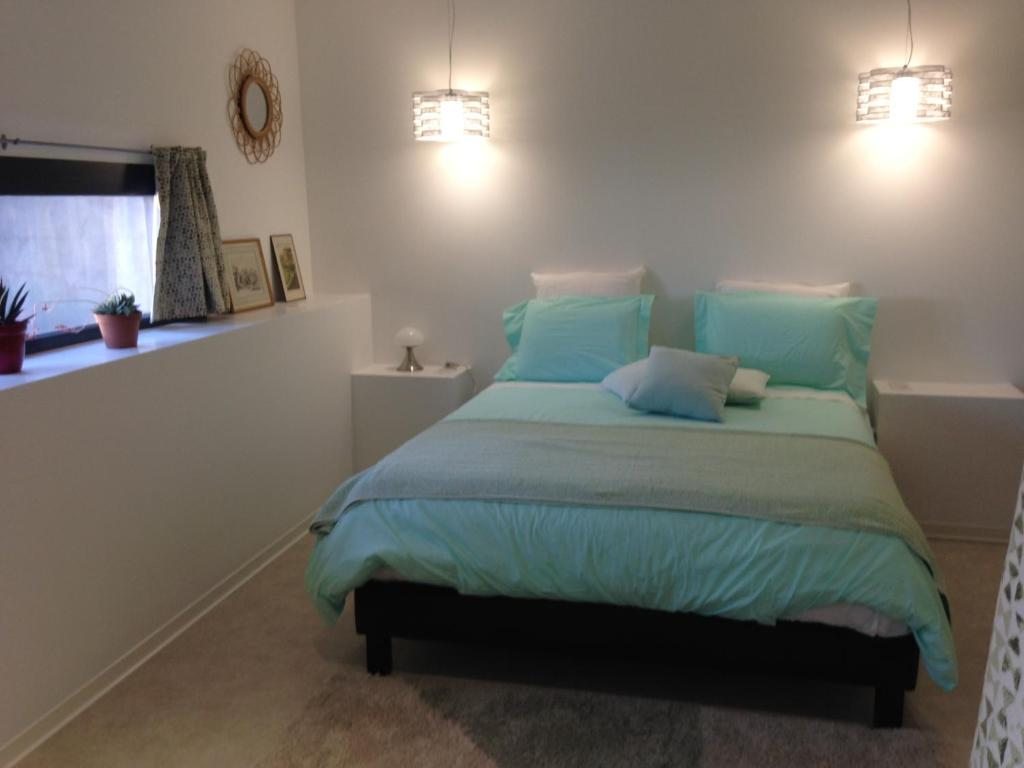 chambre d 39 h tes le miel des muses chambres d 39 h tes brive la gaillarde. Black Bedroom Furniture Sets. Home Design Ideas