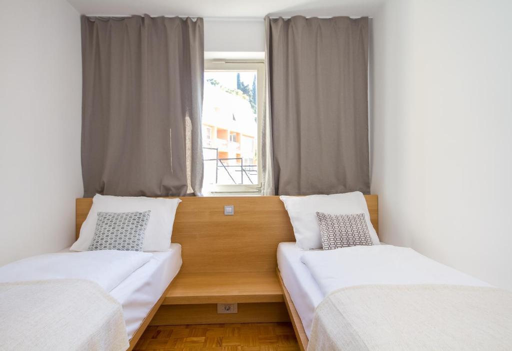 Forgotten garden apartments and rooms object object for Katzennetz balkon mit alfamar algarve gardens apartments