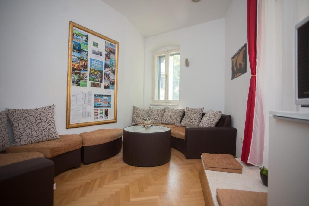 Khu vực ghế ngồi tại Spalato Hostel