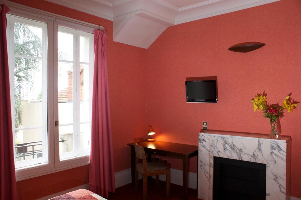 h tel le lyon bron r servation gratuite sur viamichelin. Black Bedroom Furniture Sets. Home Design Ideas